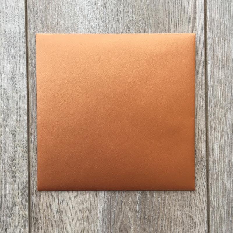 Sijoča bakrena kuverta 17x17cm – spredaj