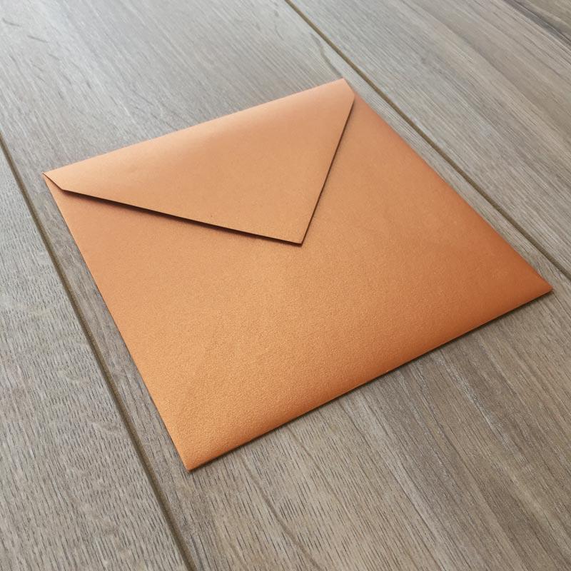 Sijoča bakrena kuverta 17x17cm